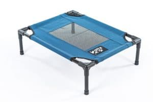 Elevated cooling pet bed by 2PET